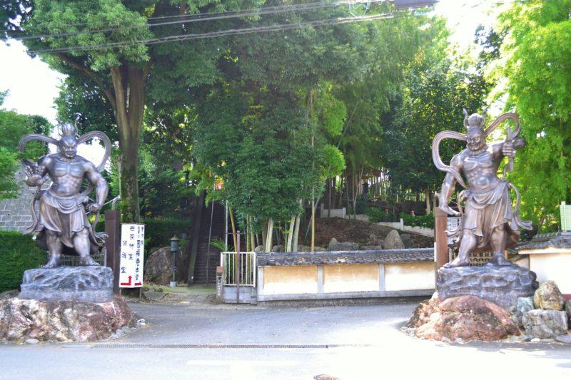 曹洞宗大醫山圓福寺の仁王像