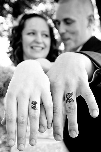 Esküvői gyűrű tetoválás 4 /Wedding ring tattoo 4 Forrás:http://www.the-louisville-wedding-blog.com