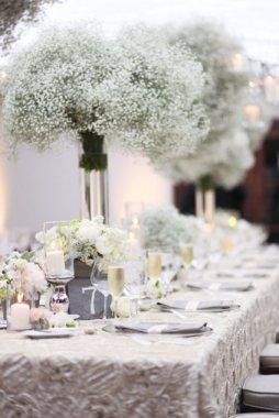 Fátyolvirág esküvői dekoráció / Babys-Breath wedding decoration Forrás:http://www.katminassievents.com