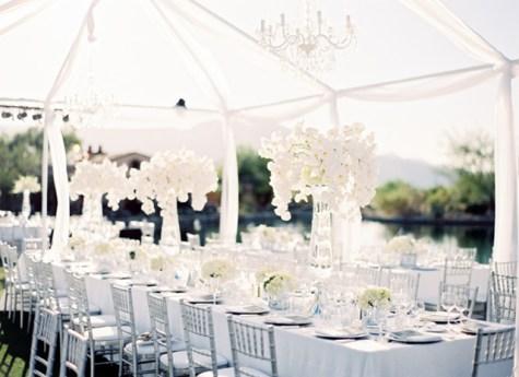 Fehér esküvői dekoráció / White wedding decoration Forrás:http://www.lovemelovemywedding.com