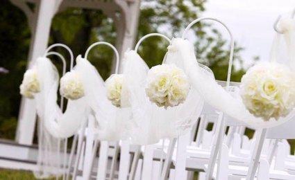Fehér esküvői dekoráció / White wedding decoration Forrás:http://www.dreamyapartment.com
