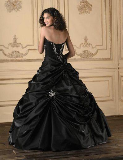 Fekete menyasszonyi ruha 5, Black Wedding Gown 5 Forrás:http://fashionhoob.com