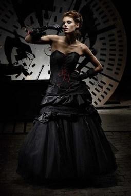 Fekete menyasszonyi ruha 8, Black Wedding Gown 8 Forrás:http://fashionattractive.com