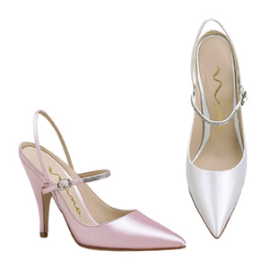 Festhető menyasszonyi cipő / Dyeable bridal shoes Forrás:http://www.dyeableshoestore.com