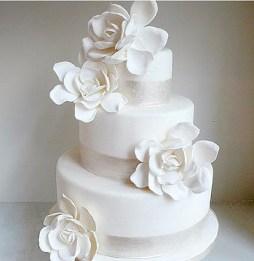 Gardéniával díszített torta / Gardenia decorated cake Forrás:http://www.oodora.com
