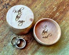 Wedding ring bearer pillow alternatives 3 Forrás:http://www.etsy.com