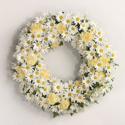 Margaréta esküvői dekoráció / Daisy wedding wreath Forrás:http://www.wedding-flowers-and-reception-ideas.com