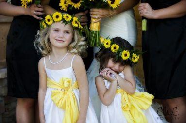Napraforgós virágszirom szóró lányka korona / Sunflower flower girl crown Forrás:http://flowerstudioaz.com/