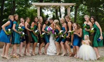 Pávaszínes koszorúslányok, Peacock bridesmaids Forrás:http://www.etsy.com
