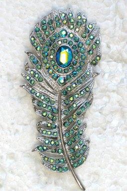 Pávatoll bross , Peacock feather brooch Forrás:http://www.etsy.com