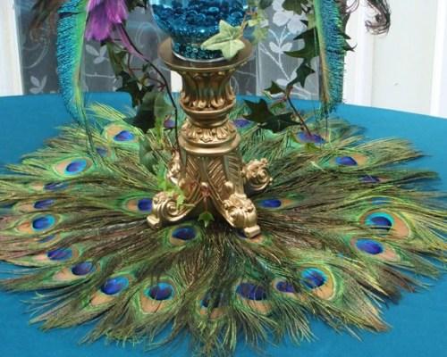 Pávatollas asztaldekoráció , Peacock feather centerpiece decoration Forrás:http://www.etsy.com