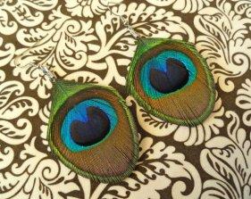 Pávatollas fülbevaló, Peacock earring Forrás:http://www.etsy.com