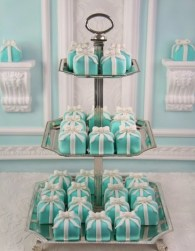Türkiz minitorta / Turquoise mini wedding cake Forrás:http://www.weddingsromantique.com