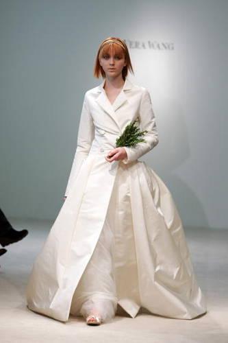 Vera Wang menyasszonyi kabát / Vera Wang Bridal Coat Forrás:http://weddings.about.com