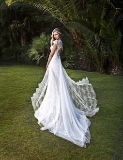Victoria Kyriakides 2014 menyasszonyi ruha / Victoria Kyriakides 2014 bridal dress Forrás:http://www.victoriakyriakides.co.uk