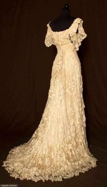 Vintázs horgolt menyasszonyi ruha / Vintage Crocheted wedding dress Forrás:http://www.thewestsidestorey.com