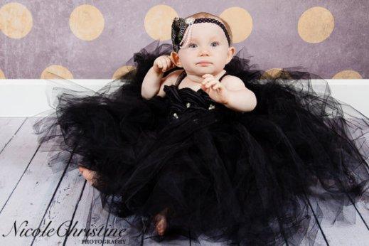 Fekete szatén tütü virágszirom szóró lányka ruha ,Black satin tutu flower girl dress Forrás:http://www.etsy.com/