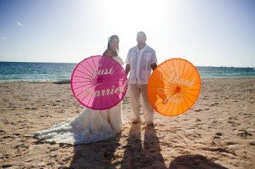 Kézzel festett rizspapír esküvői ernyők , Hand painted wedding parasols Forrás:www.etsy.com