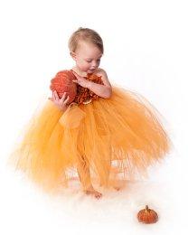 Narancssárga tütü virágszirom szóró lányka ruha ,Orange tutu flower girl dress Forrás:http://www.etsy.com/