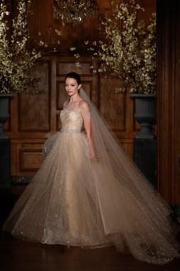 Romona Keveza 2014 Tavasz kollekció , Romona Keveza Couture Spring 2014 wedding gown Forrás:http://www.romonakeveza.com/