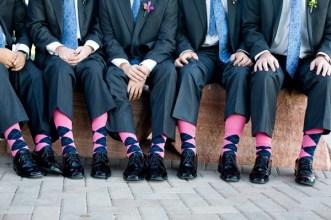 Színes zoknik a vőlegénynek és a vőfélyeknek 7, Colourful socks for the groom and groomsmen 7 Forrás:http://blog.specialeventrentals.com