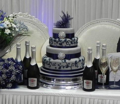 Tengerészkék menyasszonyi torta , Navy wedding cake http://cakebylisaprice.blogspot.hu