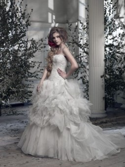 Ian Stuart Frill Me Collection La Cage Aux Folles Forrás:http://www.ianstuart-bride.com/