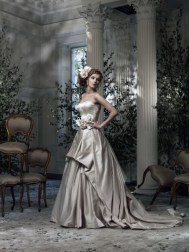 Ian Stuart Frill Me Collection Parisienne Forrás:http://www.ianstuart-bride.com/