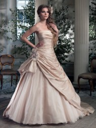 Ian Stuart Frill Me Collection Rossini Forrás:http://www.ianstuart-bride.com/