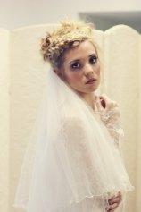 Menyasszonyi frizura fátyollal 12 , Bridal hairstyles with veil 12 Forrás:http://www.etsy.com
