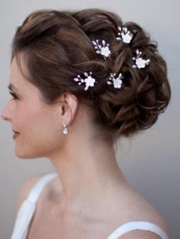 Menyasszonyi frizura ,hosszú barna hajból 5 , Bridal long brown hair 5 Forrás:http://www.haircomesthebride.com