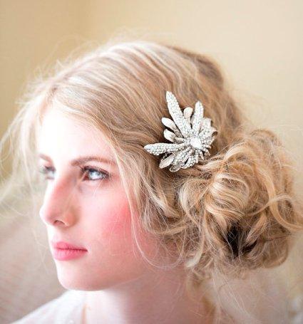 Menyasszonyi frizura ,hosszú szőke hajból 19, Bridal long blonde hair 19 Forrás:http://www.etsy.com