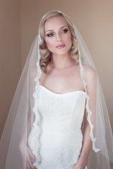 Menyasszonyi frizura Júlia fátyollal 10 , Bridal hairstyles with Juliet cap veil 10 Forrás:http://www.etsy.com