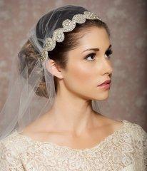 Menyasszonyi frizura Júlia fátyollal 17 , Bridal hairstyles with Juliet cap veil 17 Forrás:http://www.etsy.com