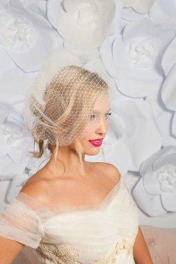 Menyasszonyi frizura kalitka fátyollal 15 , Bridal hairstyles with birdcage veil 15 Forrás:http://www.etsy.com