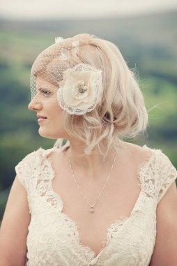 Menyasszonyi frizura kalitka fátyollal 16 , Bridal hairstyles with birdcage veil 16 Forrás:http://www.etsy.com