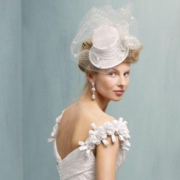 Menyasszonyi kalap 11, Bridal hat 11 Forrás:http://accessories.ianstuart-bride.com