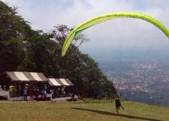 Kwahu Easter paragliding