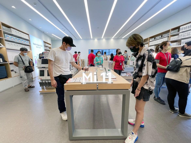 微解封小米在台啟用第22間專賣店 現場擠滿搶購人潮