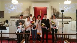 4명의 세례자와 가족