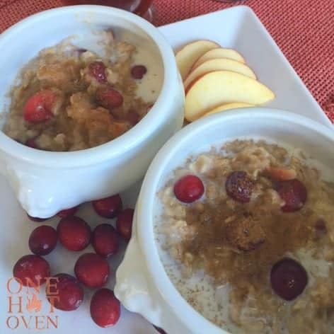 Oatmeal with apples