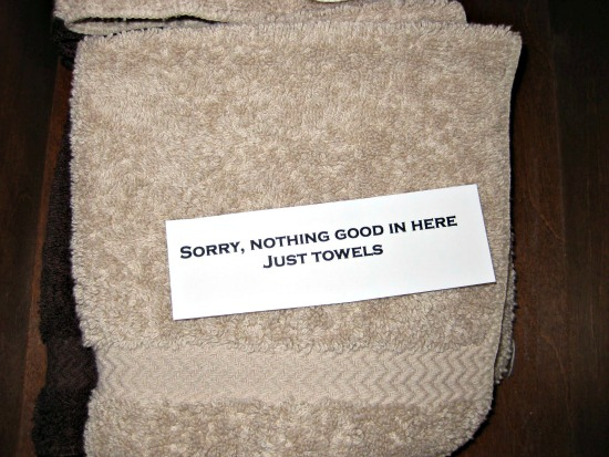 bathroom snooper note