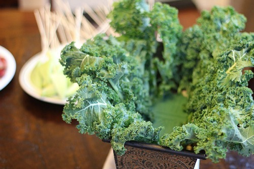 how to make an Edible Arrangement kale base