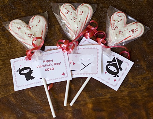 Valentines-Day-Candy-Cane-Heart-Lollipops