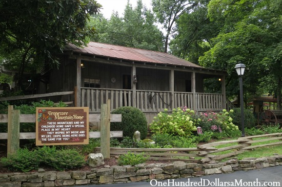 dolly parton childhood home