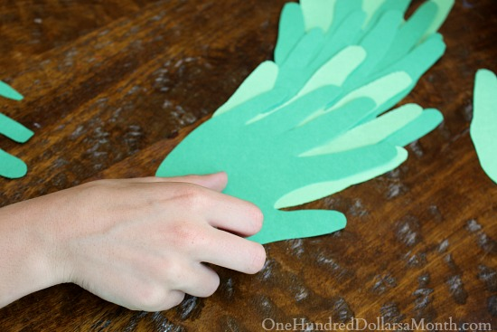 Handprint Christmas Wreath directions