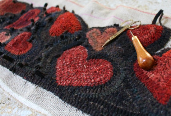 red hearts hooked rug