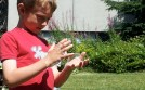 The challenge: to get a bubble between your hands ...