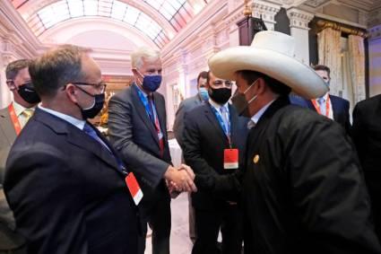 Jefe de Estado se reúne con empresarios de la Cámara de Comercio Americana del Perú para fortalecer lazos comerciales y de inversión entre ambos países