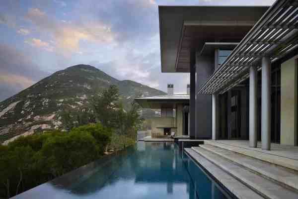 featured posts image for Fascinating concrete and glass villa on Hong Kong Island